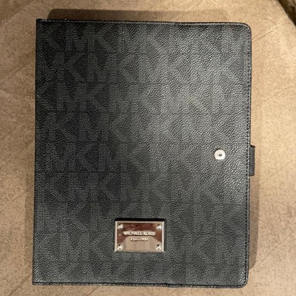 MK ipad2 case gently used